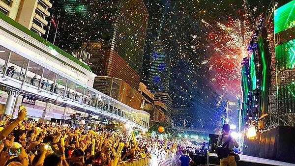 CentralWorld new year countdown2.jpg