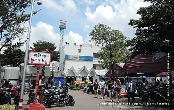 Chatuchak weekend market meeting ponit