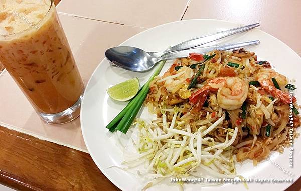 Inter Restaurant since 1981 Bangkok泰式炒麵奶茶.jpg