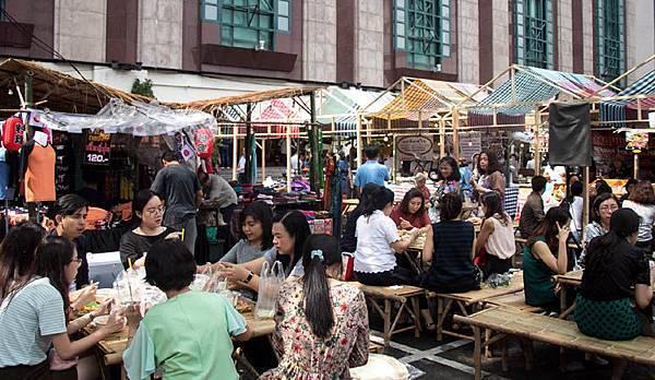 Central Childlom Floating Market.jpg