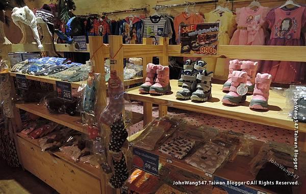 Snow Town Gateway Ekamai shop.jpg