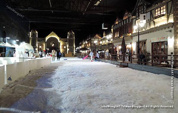 Snow Town Gateway Ekamai16.jpg