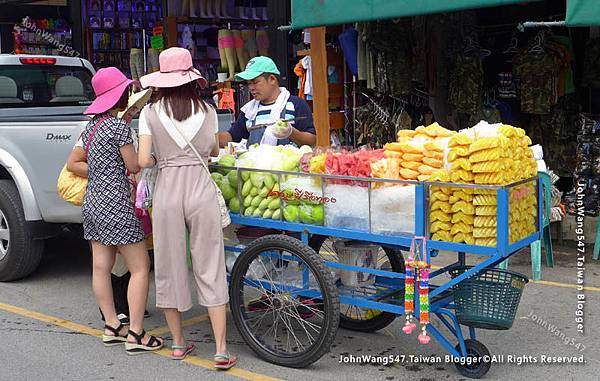 泰國現切水果車攤販