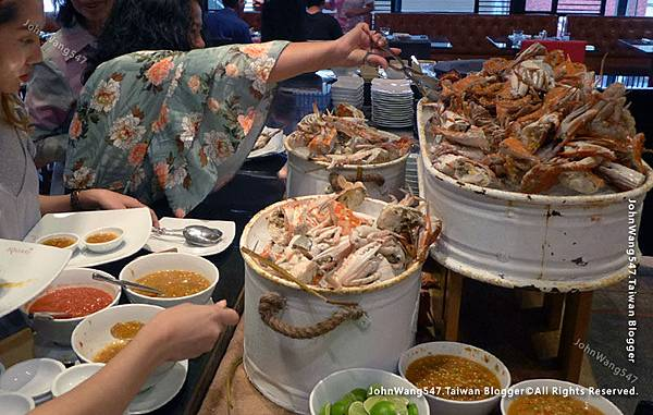 Crab Seafood buffet The Square Novotel Bangkok.jpg