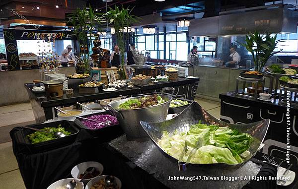 Crab Seafood buffet The Square Novotel Bangkok4.jpg