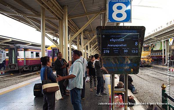 曼谷華藍蓬火車站電子火車看板