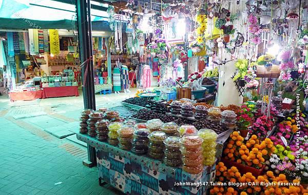 Market near Wihan Phra Mongkhon Bophit.jpg