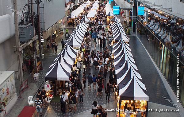 Siam Square One market.jpg