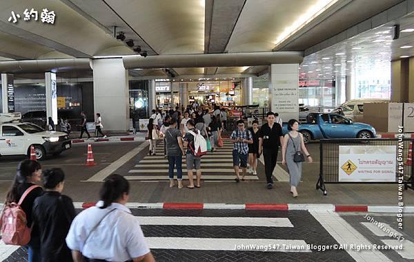 Siam Paragon Bangkok walk.jpg