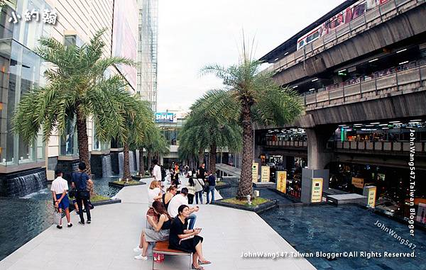 Siam Paragon Bangkok tree pool.jpg
