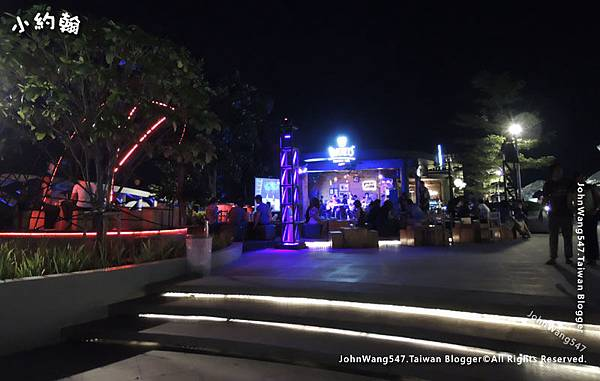 Nimman Hill night bar Maya Chiang mai.jpg