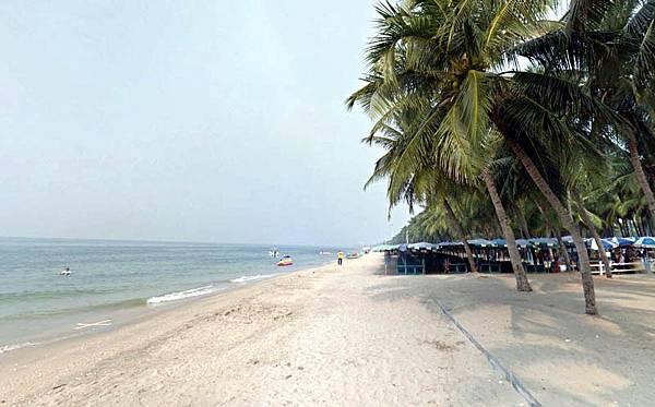 Bangsaen Beach Chonburi2.jpg