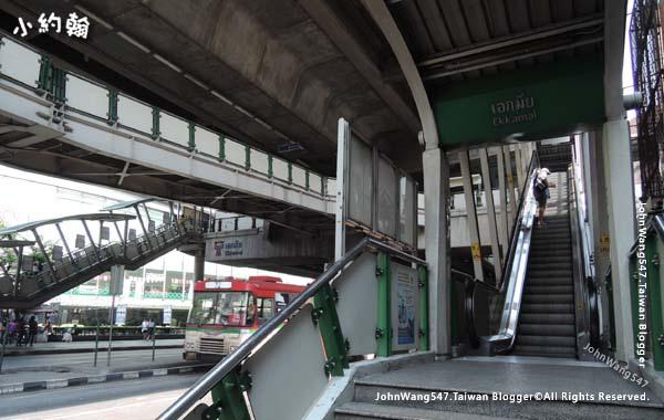 曼谷BTS捷運手扶梯.jpg