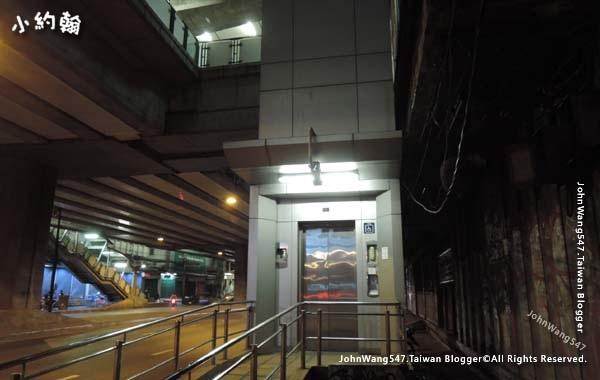 曼谷BTS捷運電梯.jpg