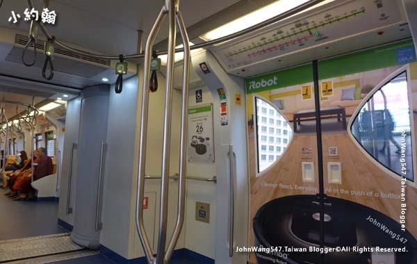 曼谷bts捷運車廂內.jpg