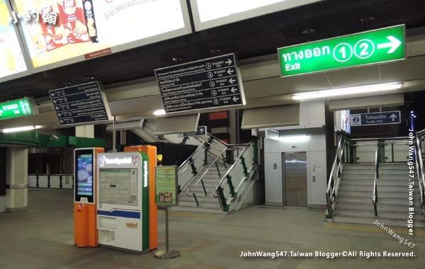 曼谷bts捷運站內指標.jpg