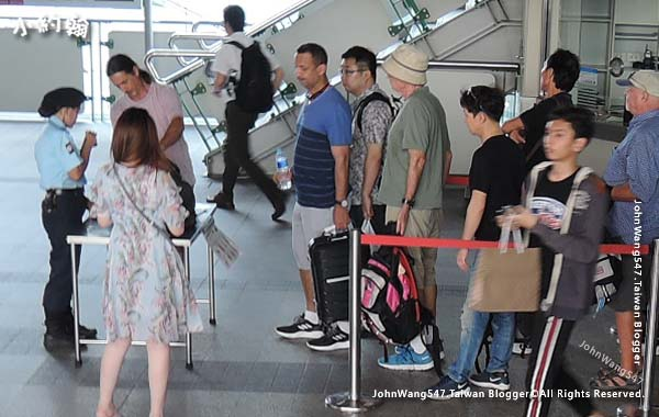 曼谷bts捷運安檢.jpg