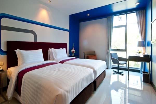 FX Hotel Metrolink Makkasan room.jpg