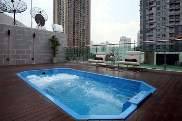 FX Hotel Metrolink Makkasan pool.jpg