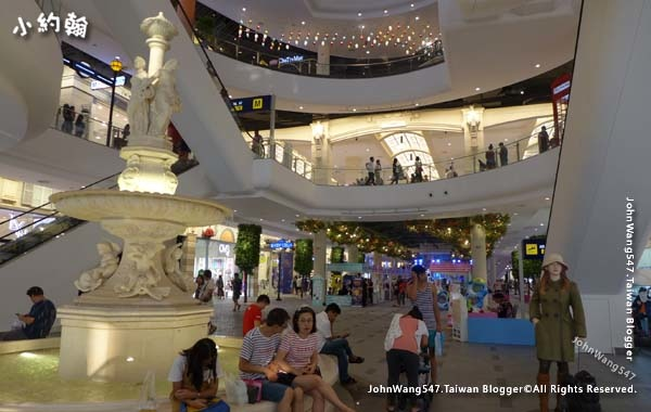 Terminal 21 Pattaya G floor Paris3.jpg