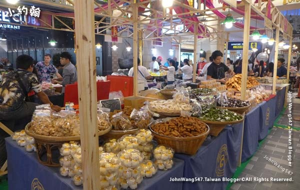 Terminal 21 Pattaya M floor London Lanna Food hall3.jpg