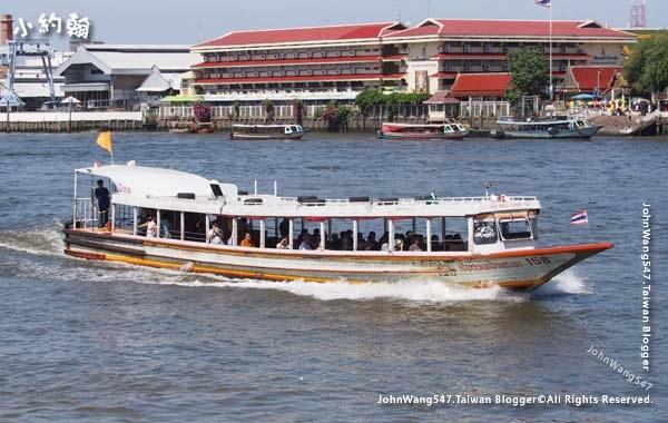 Chao Phraya River Express Boat orange flag.jpg