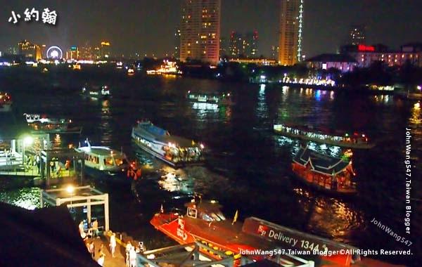 Chao Phraya River Express Boat Night.jpg