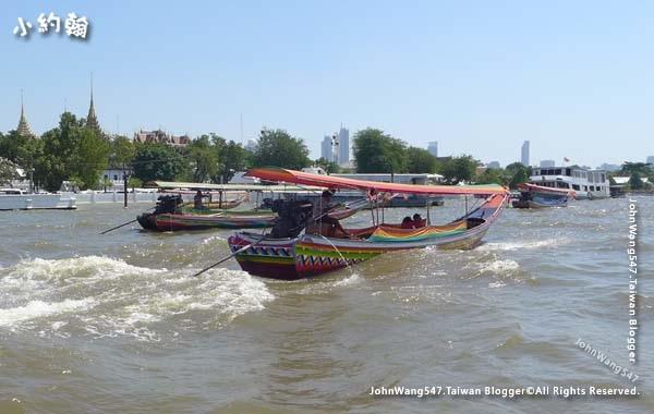 Long tail boat Chao Phraya River.jpg