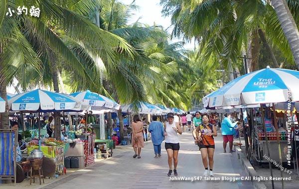Bangsaen beach Road running.jpg