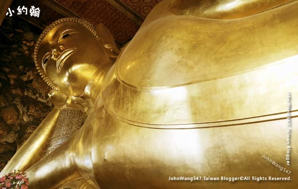 Wat Pho Bangkok Reclining Buddha.jpg