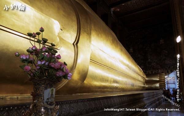 Wat Pho Bangkok Reclining Buddha2.jpg