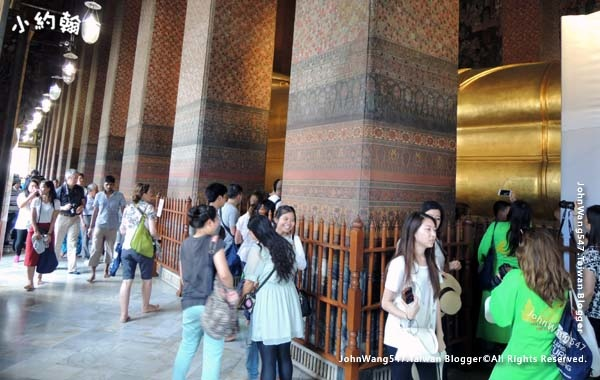 Wat Pho Bangkok Reclining Buddha4.jpg