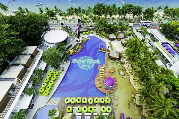 Hard Rock Hotel Pattaya pool.jpg