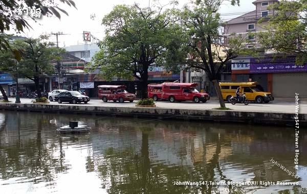 Yellow Songthaew Chiang Mai.jpg