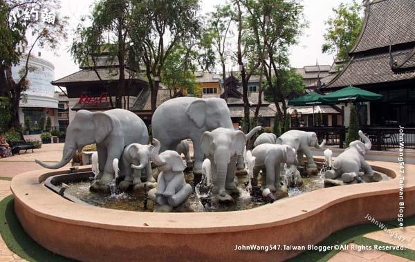 Kad Farang Village elephants.jpg