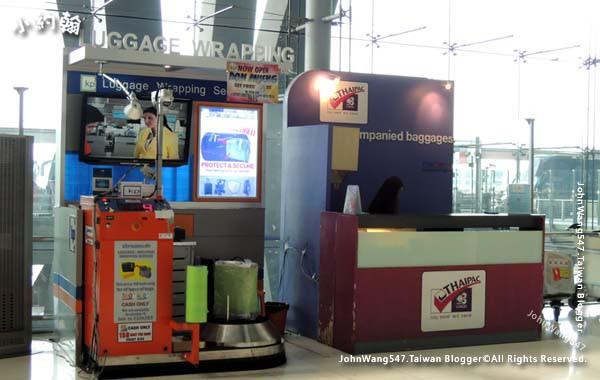曼谷BKK機場行李膠膜保護.jpg