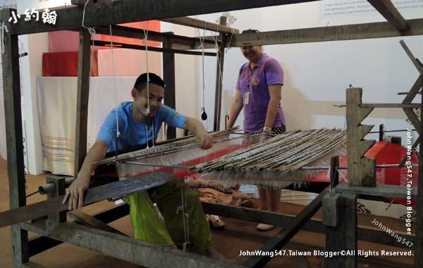 曼谷BKK機場傳統紡織.jpg