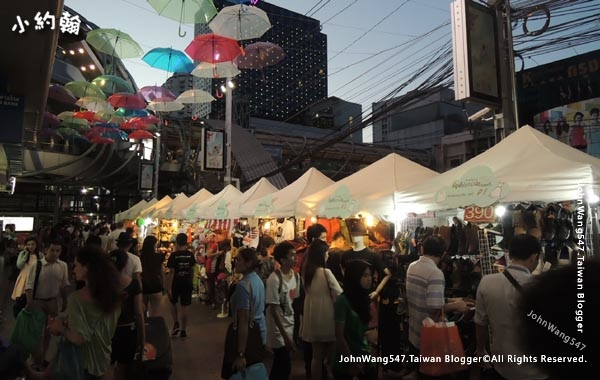 Bangkok Platinum Fashion Mall Night market.jpg
