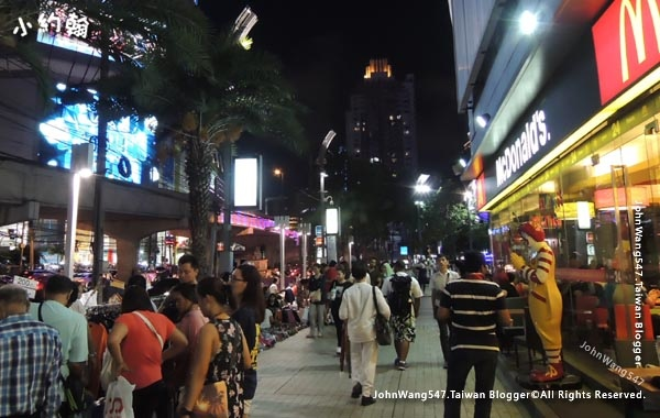 Bangkok Platinum Fashion Mall Night market2.jpg