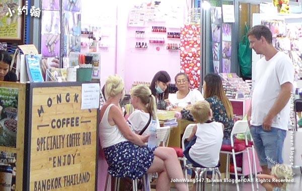 Bangkok Nail salon.jpg