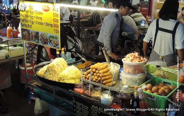 Khaosan Road Night Market Pad Thai3.jpg