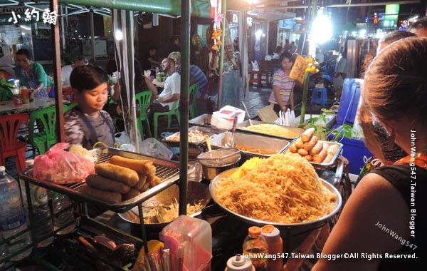 Khaosan Road Night Market Pad Thai2.jpg