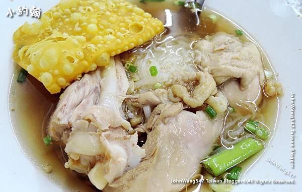 Thai pork fish ball chicken Noodle Pratunam3.jpg