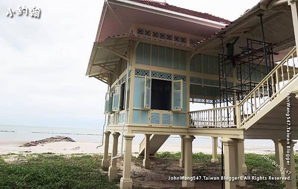 Mrigadayavan Palace beach house.jpg