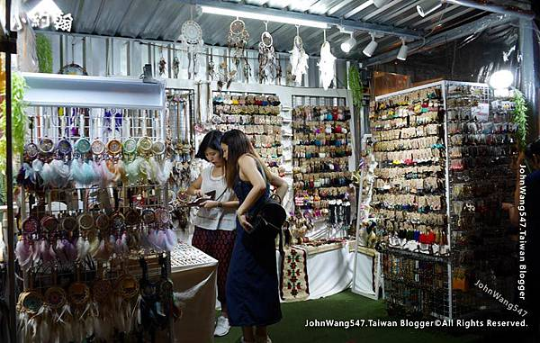 Bangkok ARTBOX Night Market Shops5.jpg