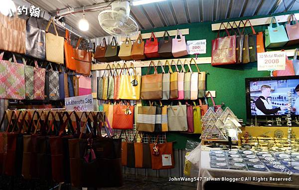 Bangkok ARTBOX Night Market Shops7.jpg