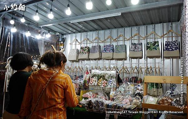 Bangkok ARTBOX Night Market Shops9.jpg