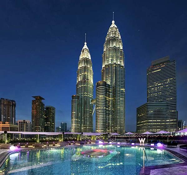 W Hotel Kuala Lumpur Pool PETRONAS Twin Towers.jpg