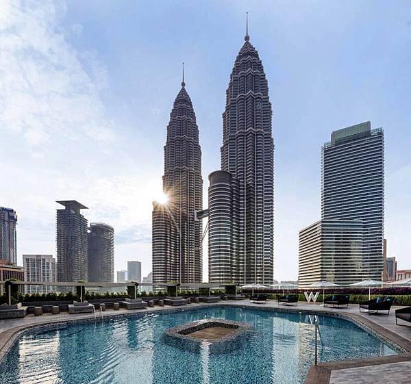 W Hotel Kuala Lumpur Pool PETRONAS Twin Towers2.jpg