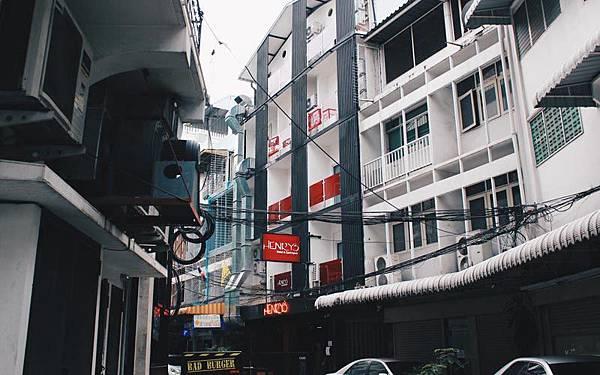 Henry's Hotel & Gastro Pub Asok Bangkok.jpg